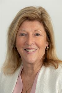 Profile image for Councillor Mrs Tina McKenzie-Boyle